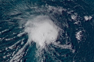 Thousands told to evacuate Outer Banks as Hurricane Florence reaches Category 4