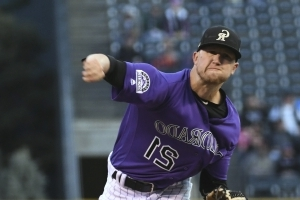 NL West-leading Rox win 8th straight to clinch playoff spot
