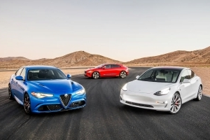 War of the Worlds: Tesla Model 3 Dual Motor Performance vs Jaguar I-Pace EV400 HSE vs Alfa Romeo Giulia Quadrifoglio