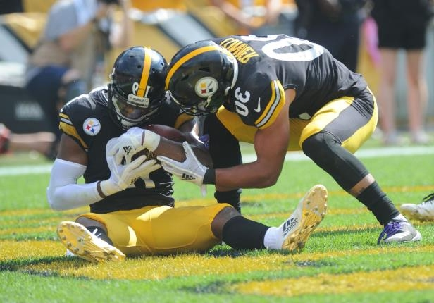 03276879241 Offbeat  Steelers  JuJu Smith-Schuster pretends to give birth to ...