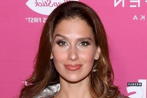 Hilaria Baldwin has a 1-minute ab workout that's perfect for when you're short on time