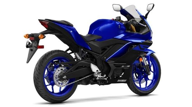 a motorcycle parked on the side: 2019 Yamaha YZF-R3