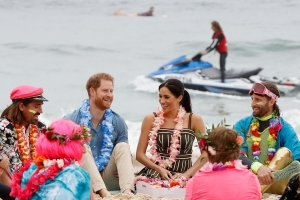 Prince Harry and Meghan talk mental health on Australia's Bondi Beach