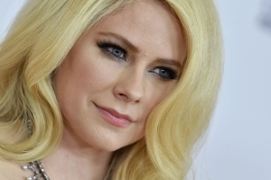 Avril Lavigne on Lyme Disease Battle: 'I Was in Bed For Two Years'
