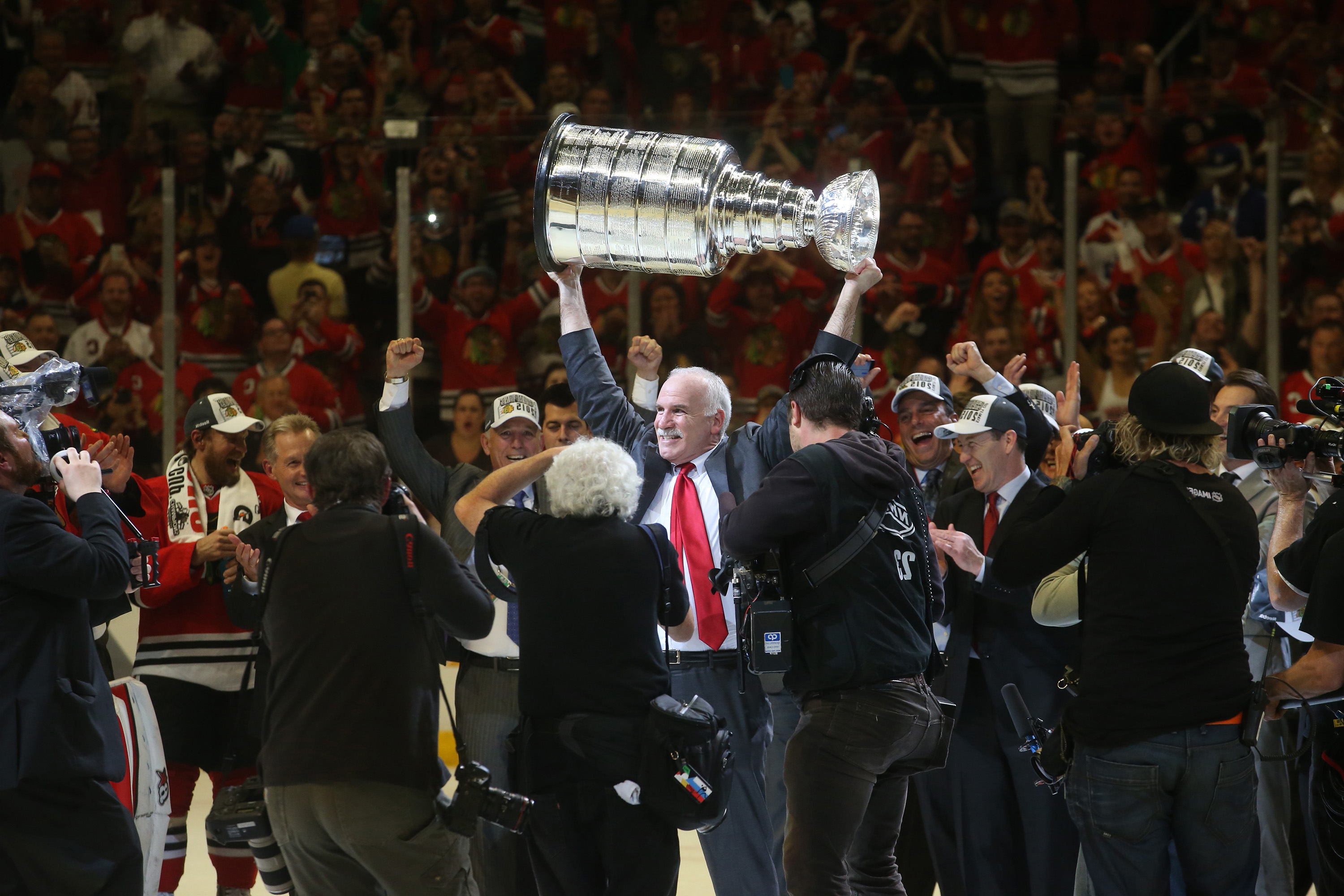 Blackhawks fire coach Joel Quenneville