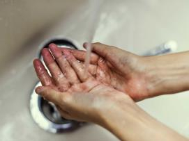Paper towels or air hand dryers: Which is better for the environment and hygiene?