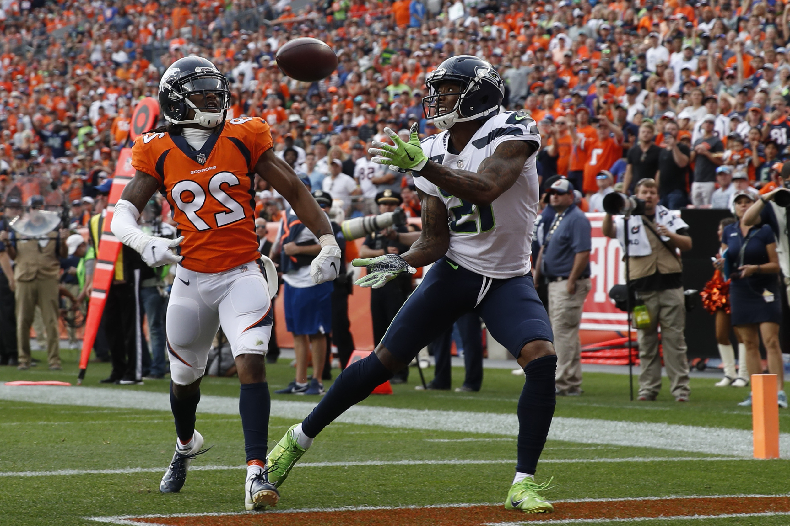 premium selection 61c96 3af67 Sport: Report: Saints could turn to Brandon Marshall after ...