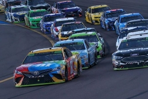 Bump & Run: Should Kyle Busch have let Aric Almirola by at Phoenix?