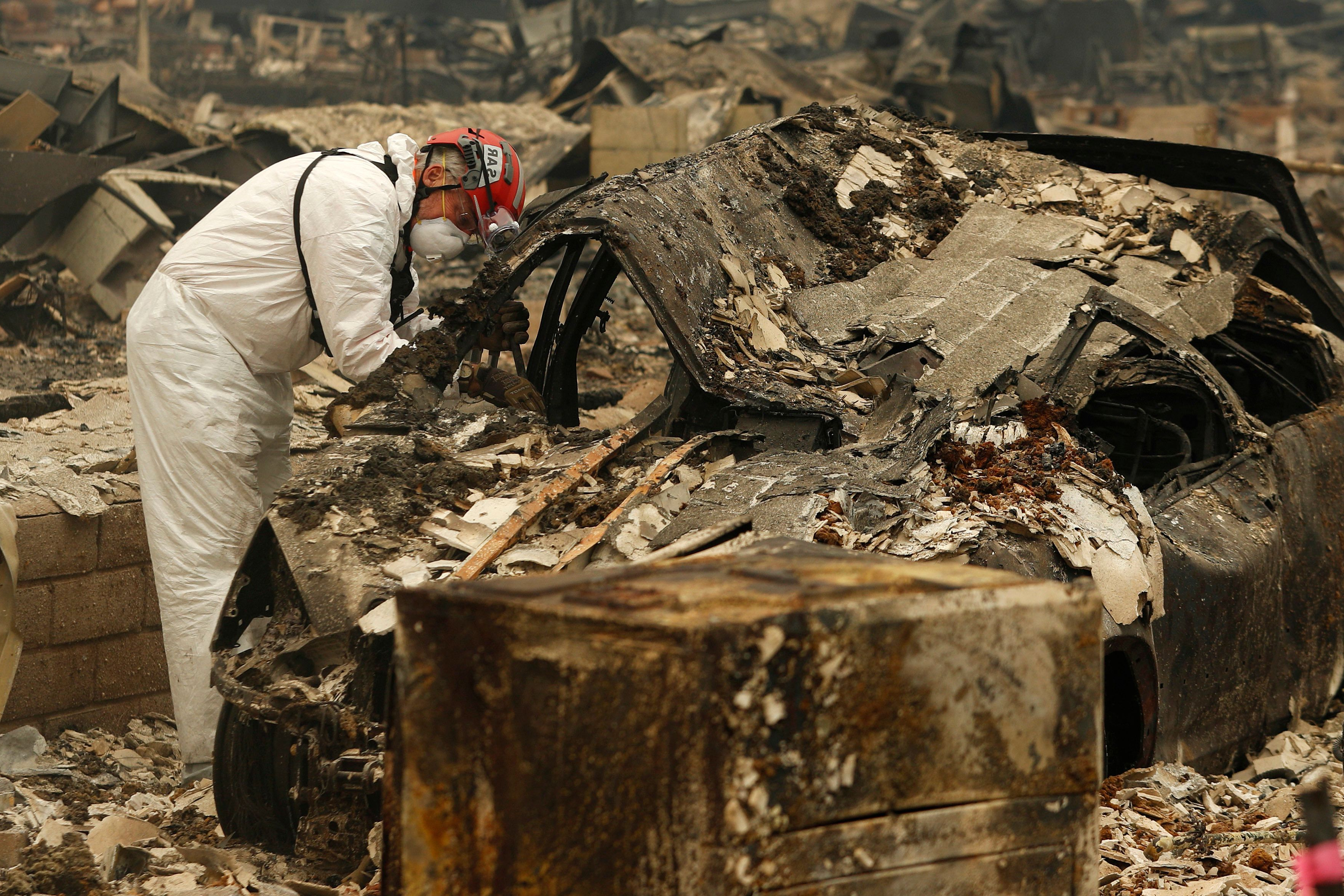 US: California fire evacuees could find bodies in charred homes