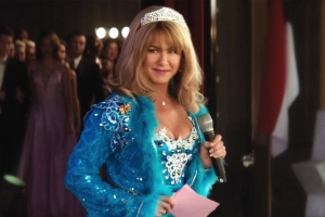 Jennifer Aniston serves southern-fried beauty queen sass in first Dumplin' trailer