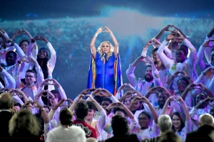 Carrie Underwood Delivers Powerful 'Love Wins' Performance at 2018 CMA Awards