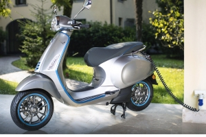Vespa shows Elettrica and GTS Models at EICMA
