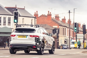 Jaguar Tests V2X Tech That Can Help Drivers Avoid Red Lights