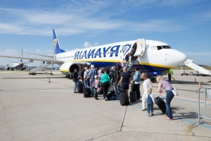 Ryanair passengers have two weeks to comply with new baggage rules, or face a €25 fee