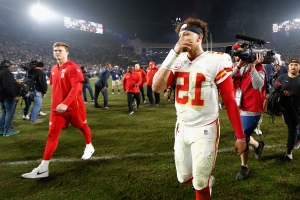 079f149b Sport: Mahomes' five turnovers fluster Chiefs as Rams win 54-51 ...