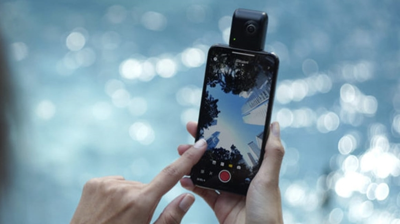 359f72b2ff681f Tech & Science : Scouted: This Camera Turns Any iPhone Into A 360 ...