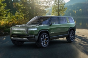 The 2022 Rivian R1S Is an Electric Seven-Passenger SUV Claiming Supercar Acceleration