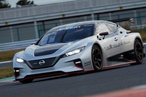 Nissan debuts scorching new Leaf Nismo RC race car