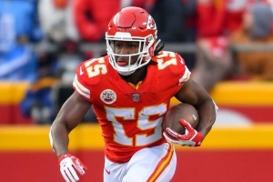 Report: NFL investigating second incident in which Kareem Hunt punched a man