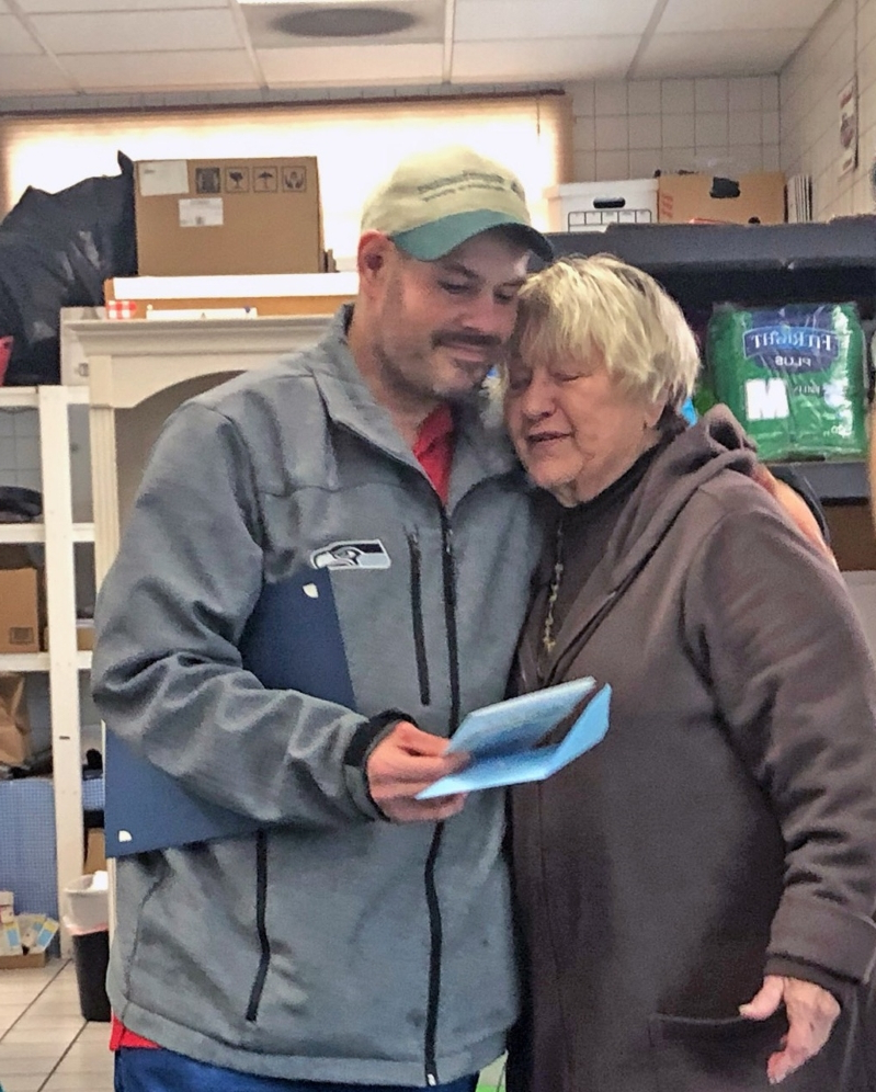 Peachy Us News Homeless Man Finds 17 000 Outside Food Bank Gives Interior Design Ideas Inesswwsoteloinfo