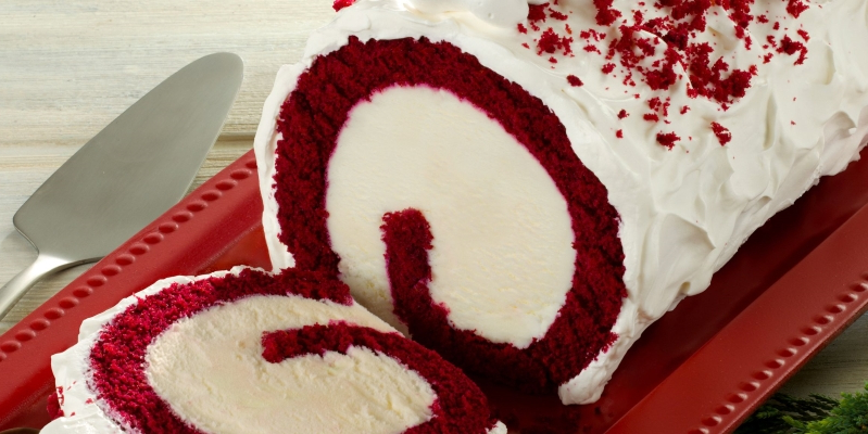 Baskin-Robbins' New Red Velvet Roll Cake Is STUFFED With Cream Cheese-Flavored Ice Cream