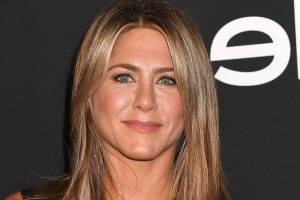Jennifer Aniston Channels Ross from Friends with This Iconic Wardrobe Staple