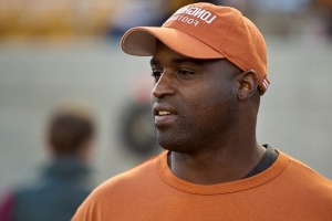 Ricky Williams, Terrell Owens among 50 former players launching Freedom Football League