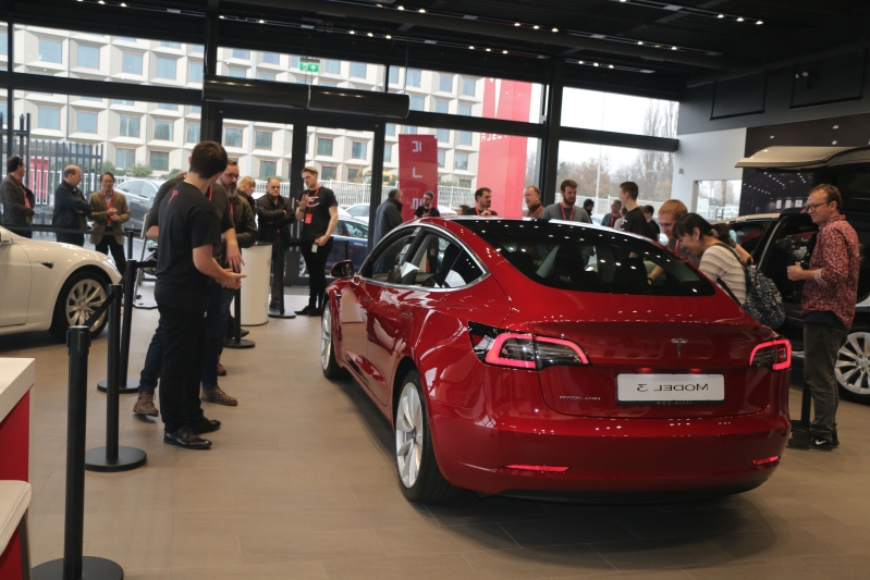 Tesla Model 3 makes first official appearance in the UK