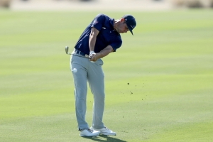 Woodland, Hoffman shoot 64 for share of QBE Shootout lead