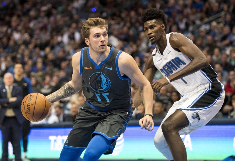 b11a1958cc9 Sport  Watch  Luka Doncic with beautiful nutmeg assist - PressFrom - US