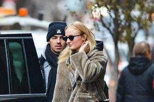 Sophie Turner packs on the PDA with fiance Joe Jonas in NYC before heading to the airport