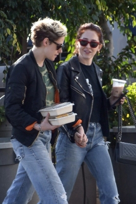 Kristen Stewart Spotted Holding Hands With Stylist Sara Dinkin Following Reported Split From Stella Maxwell