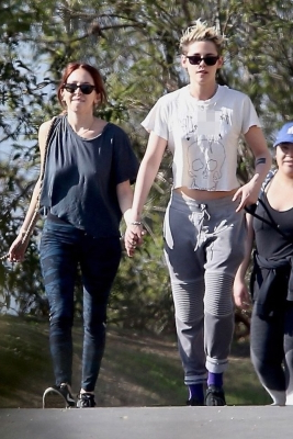 Kristen Stewart and Sara Dinkin Cozy Up During Holiday Hike
