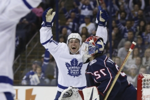 Tavares scores a pair as Maple Leafs beat Blue Jackets 4-2