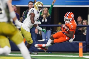 Clemson's Higgins hauls in pinball TD right before halftime