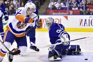 Islanders crush Maple Leafs in first game against Tavares