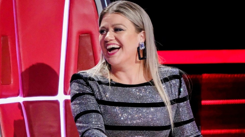 Kelly Clarkson Jokes She and Her 'Tight Pants' Are Already Feeling That Holiday Weight Gain