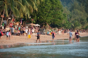 Tourists flee Thai islands as Tropical Storm Pabuk looms