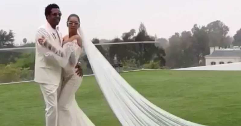 Entertainment Beyonce Gives First Glimpse At Her Galia Lahav Wedding Gown Worn For Vow Renewal To Jay Z Pressfrom Us