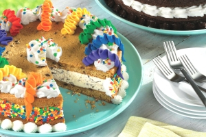 Baskin-Robbins' Now Has Ice Cream Cookie Cakes