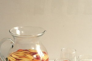 White Sangria Recipe with Peaches and Berries