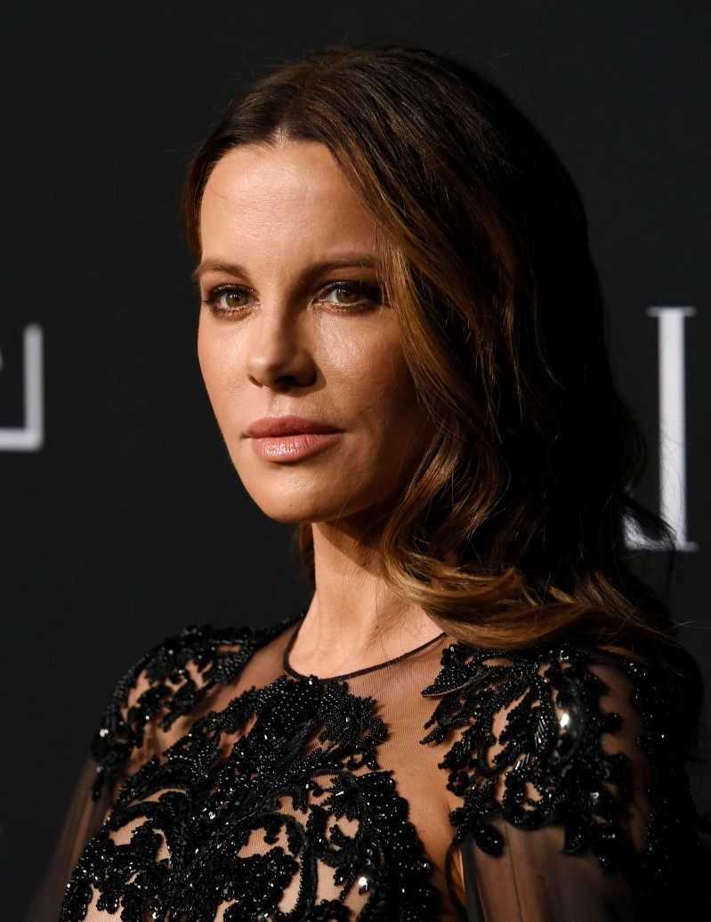 Kate Beckinsale apparently got 'flirty' with this comedian at party
