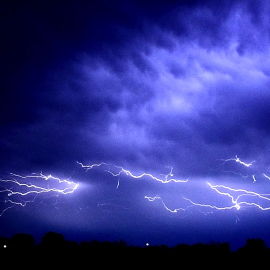 Tech & Science : What causes the spectacular bolts of