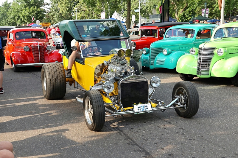 Back to the '50s. Action From America's Largest Street Rod Show.