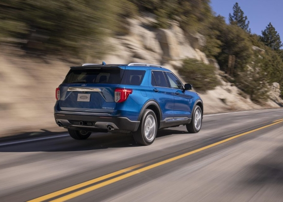 Auto Shows: 2020 Ford Explorer vs. the Chevy Traverse ...