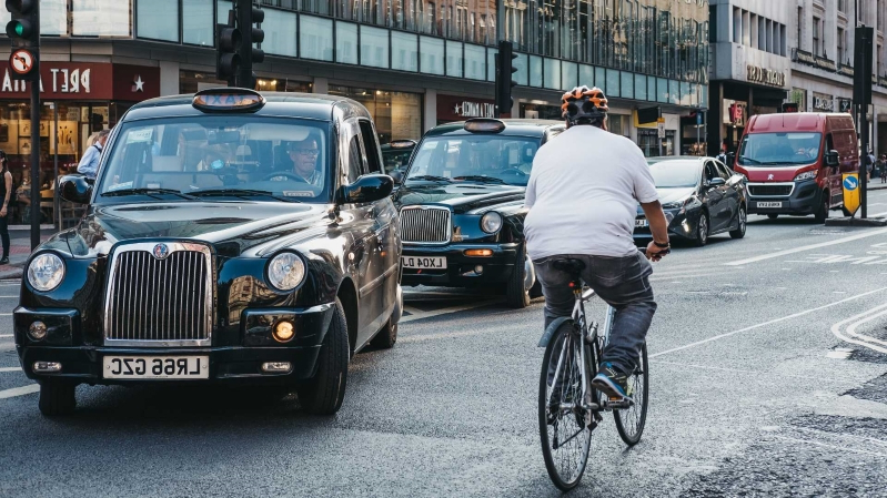 "New roads ""should prioritise pedestrians and cyclists"""