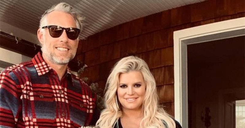 Pregnant Jessica Simpson Pleads for 'Help' from Her Fans After Revealing Extremely Swollen Foot
