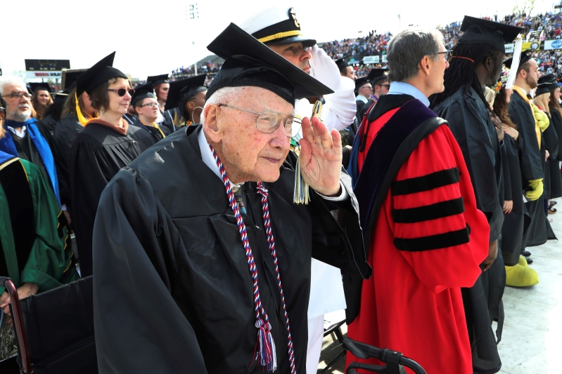 WWII vet who got degree delayed by nearly 7 decades has died