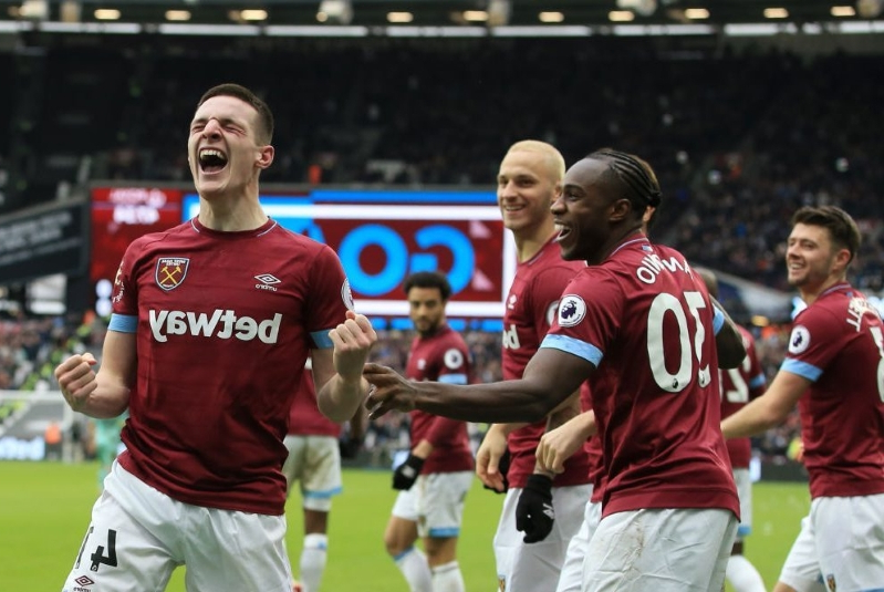 West Ham upsets Arsenal