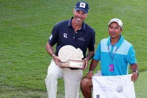 Kuchar denies rumor of paying local caddie $3K after win in Mexico